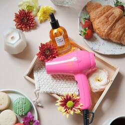 A great combo to enhance your Me-Time at home ✨💕 Use Beauphoria Mini Blowphoria to dry your hair and use Lazartigue Huile Des Reves right away to nourish your hair 💁🏻♀️Because you deserve the best! Ada potongan spesial yaah dengan voucher BEAUVAL & freebiesss (limited!!! Exclusive di Blibli. Swipe up through our instastory!)#beauphoria #beauphoriababe